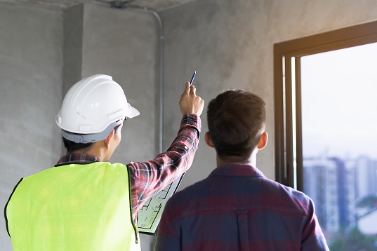 client and contractor discussing renovation